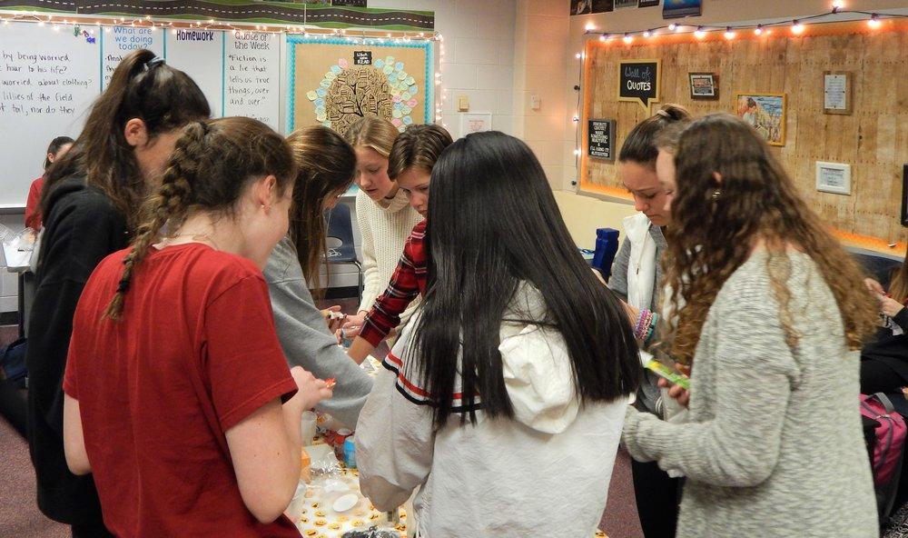 HHHS 12-11 Cupcake Party 11.jpg
