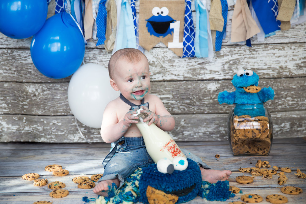 Cake Smash Photoshoot - Calgary Photographer