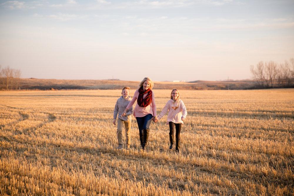 Fun Winter Family Photoshoot - Calgary Photographer