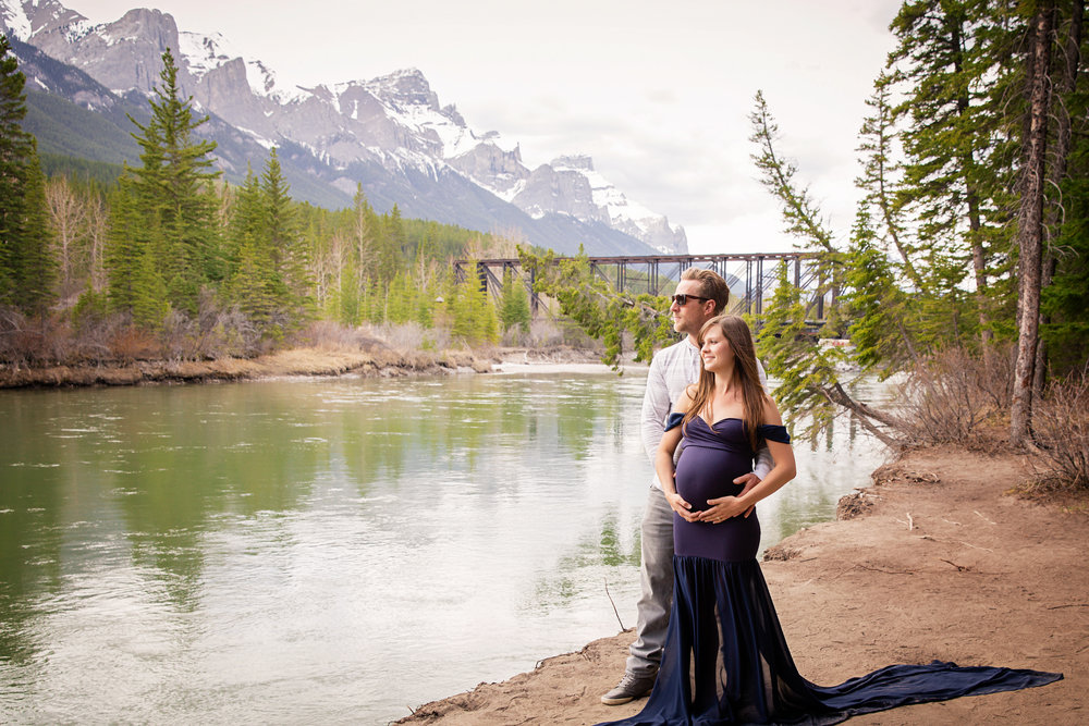 Beautiful couple expecting their first baby. Maternity photoshoot in Canmore in the mountains by the river. Canmore, Calgary, Airdrie, Cochrane, Banff, Kananaskis maternity photographer. Milashka Photography