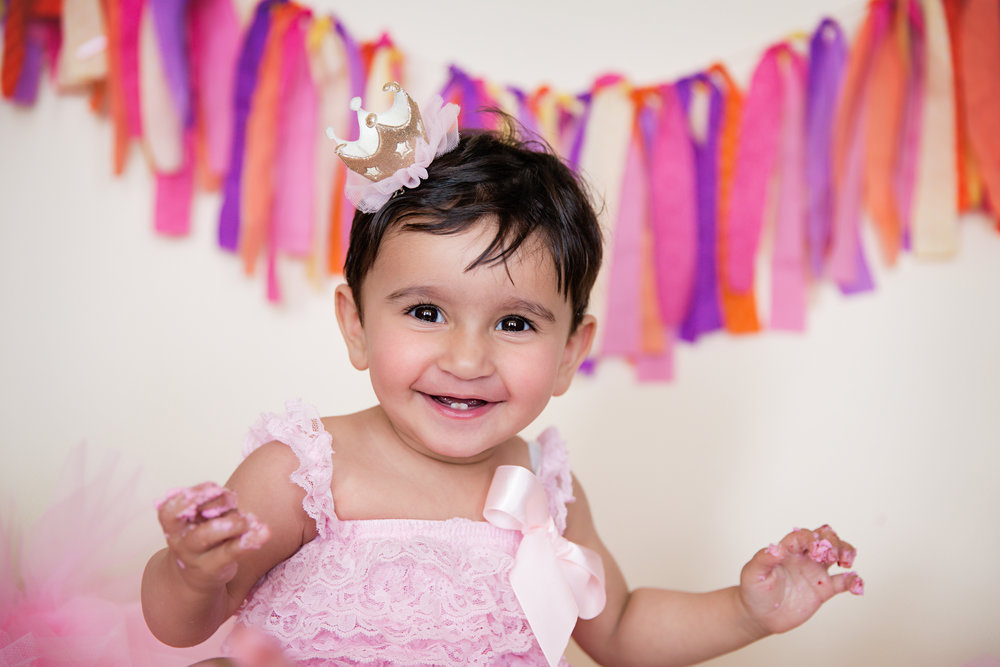Happy baby. Cakesmash session. Calgary photographer. Milashka Photography