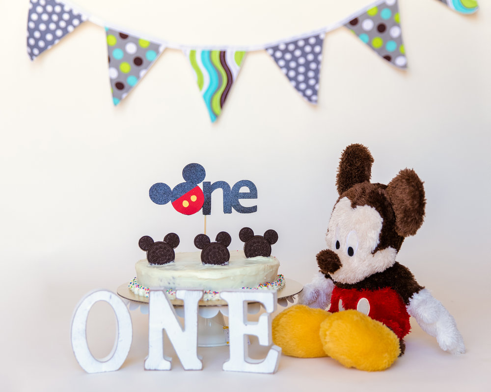 Mickey Mouse Inspired Cakesmash set up. Calgary Cakesmash Photographer. Milashka Photography.