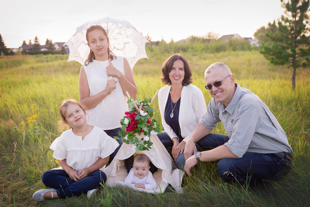 Lovely family of 5 on a warm summer evening at the Nose Creek park in Airdrie, Alberta. Airdrie family photographer. Milashka Photography.