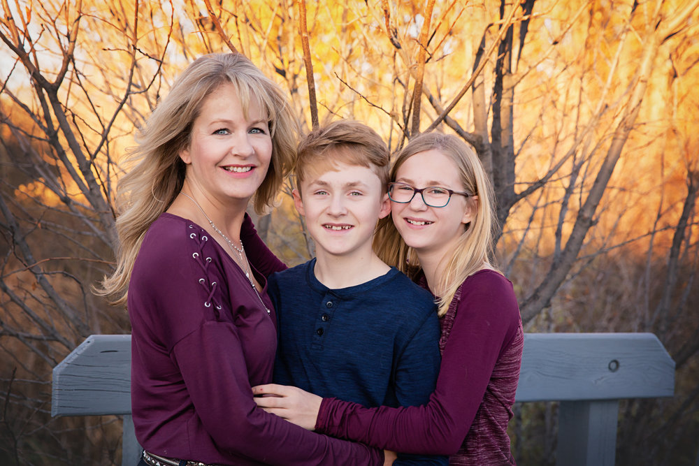 Man in a middle. Family photo with mom and her two kids. Calgary family photographer. Milashka Photography