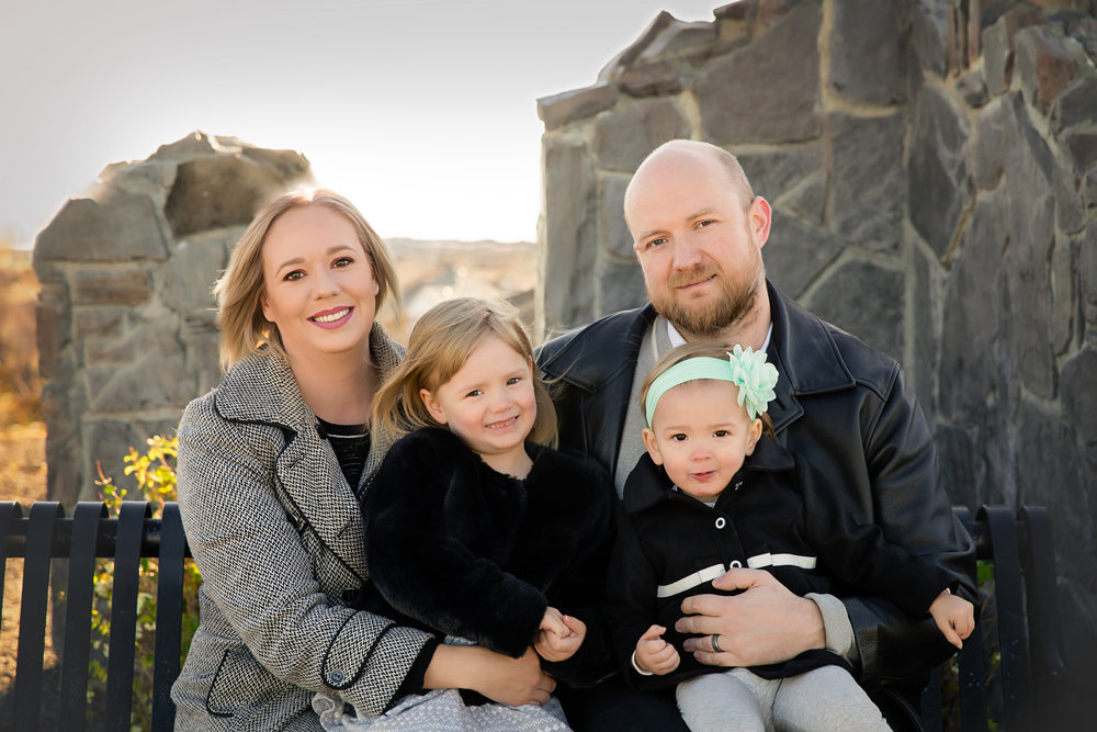 Portrait of a family. Calgary portrait photographer. Milashka photography