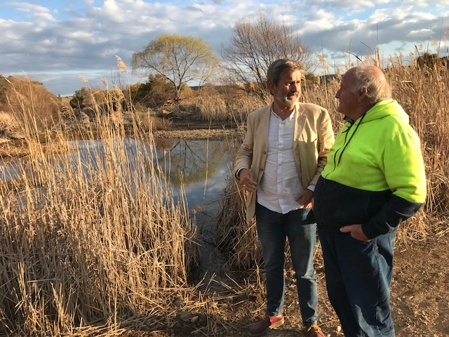 Professor John Crawford (Rothamsted Research)catching up with Peter Andrews OAM along Mulloon Creek and discussing how effective regenerative agriculture and natural sequence farming are in restoring our landscapes.