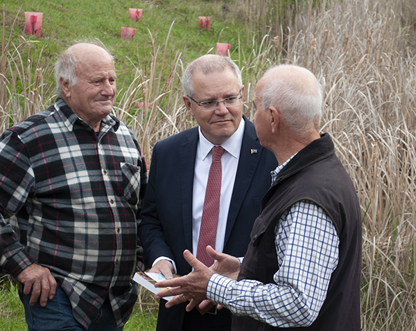 Prime Minister Scott Morrison speaks with Gary Nairn AO (right) and Peter Andrews OAM (left) at Peter's Pond, Mulloon Creek Natural Farms.
