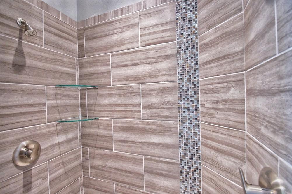 10 - Master shower.jpg