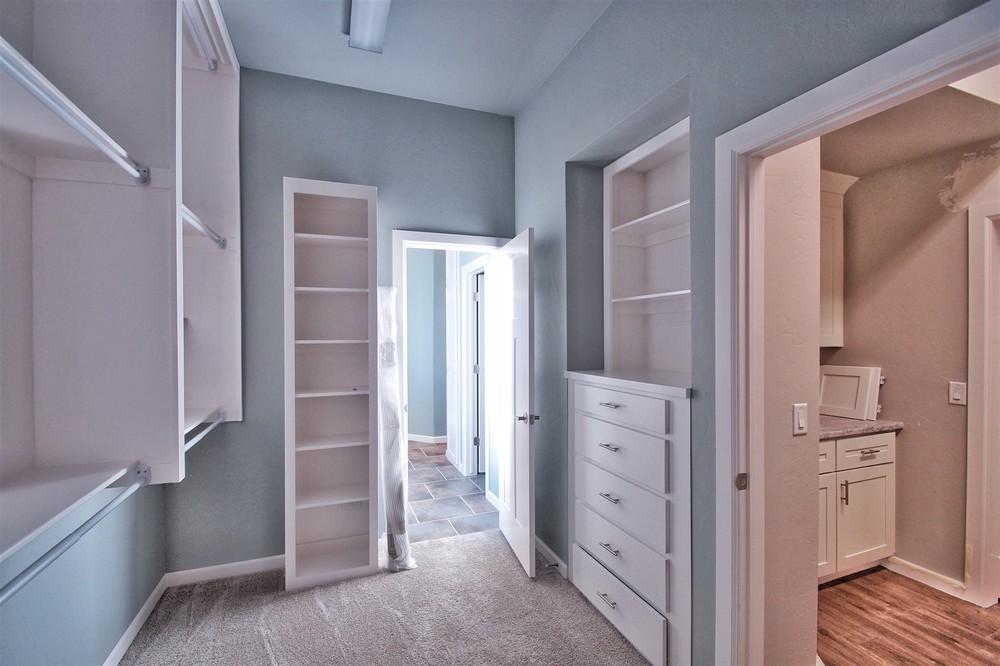 11 - Master closet.jpg