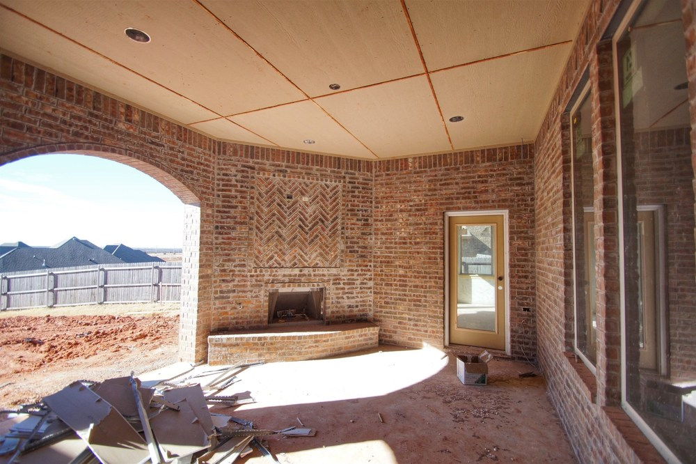 2 - Covered patio.jpg