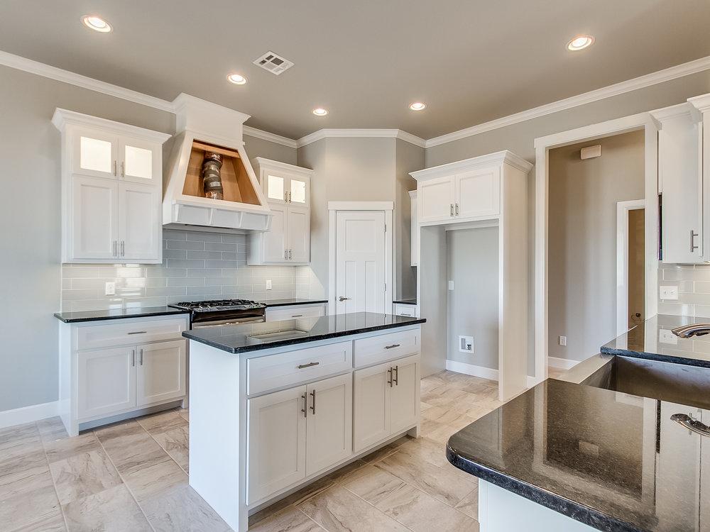 8 - Kitchen.jpg