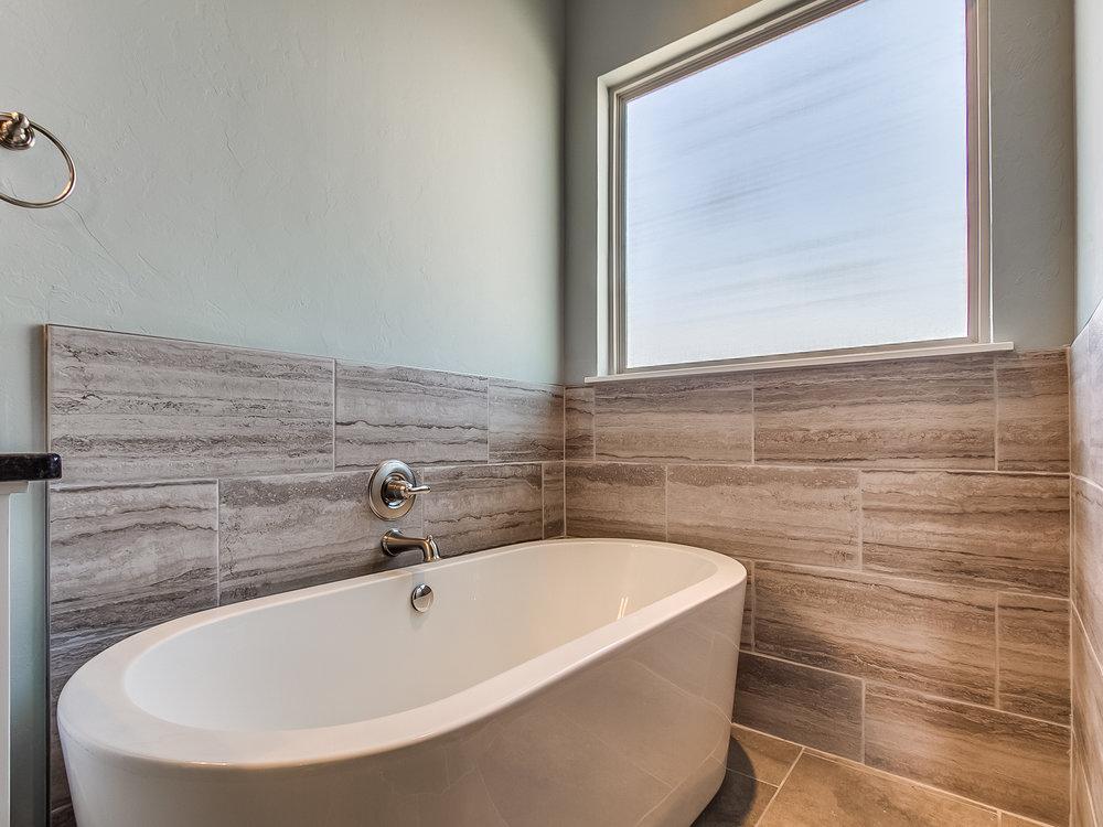20 - Soaking tub.jpg