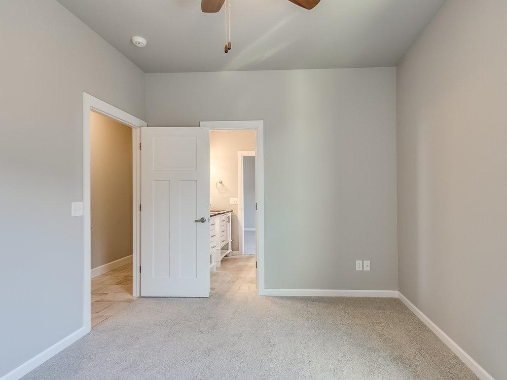 24 - Bedroom.jpg