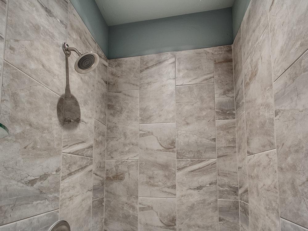 22 - Master shower.jpg