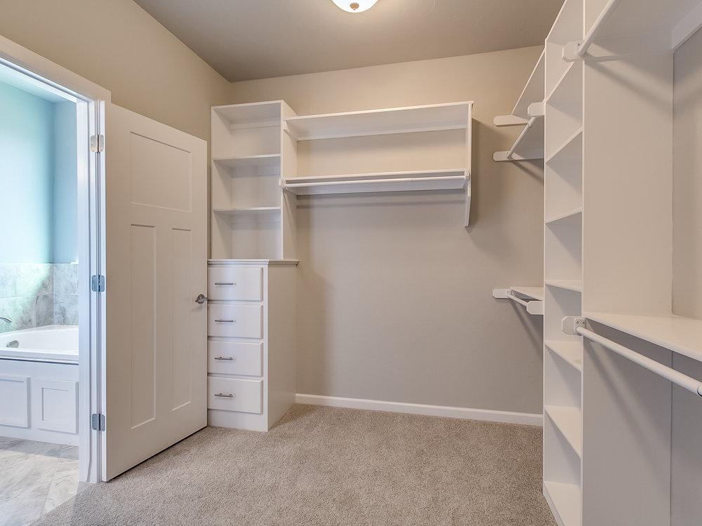 24 - Master closet.jpg