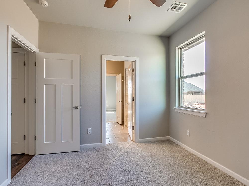 29 - Bedroom.jpg