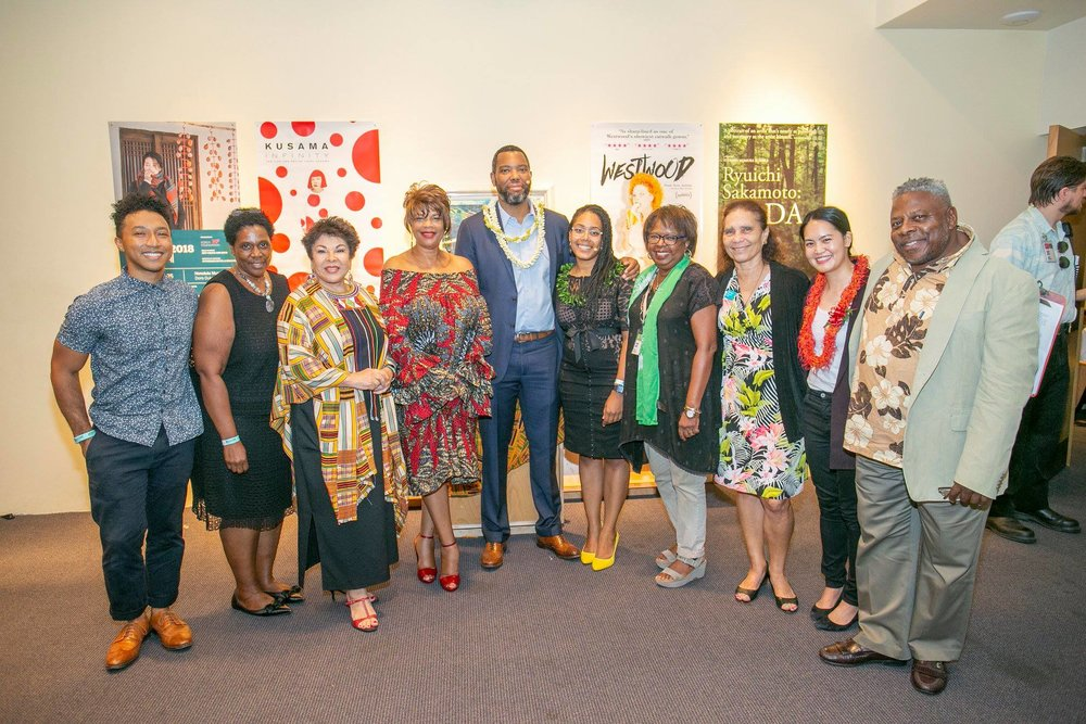 Ta-Nehisi Coates with the Honolulu African American Film Festival Committee. Photo: Shuzo Uemoto