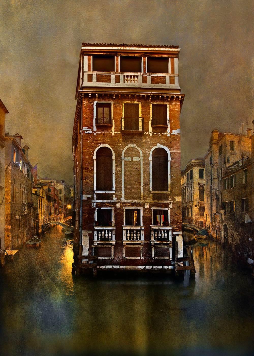 Venice_Canal_08.jpg