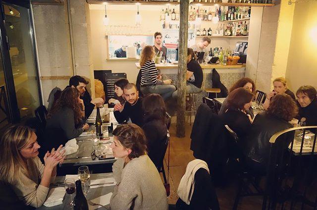 Merci la joyeuse troupe des voisins pour cette soirée mémorable ! Une énorme bise à Olivier, notre chef d'un soir et à ses commis. On ne pouvait pas espérer  meilleur cercle d'Initiés 😘 #paris11 #charonne #cerclesdesinitiés