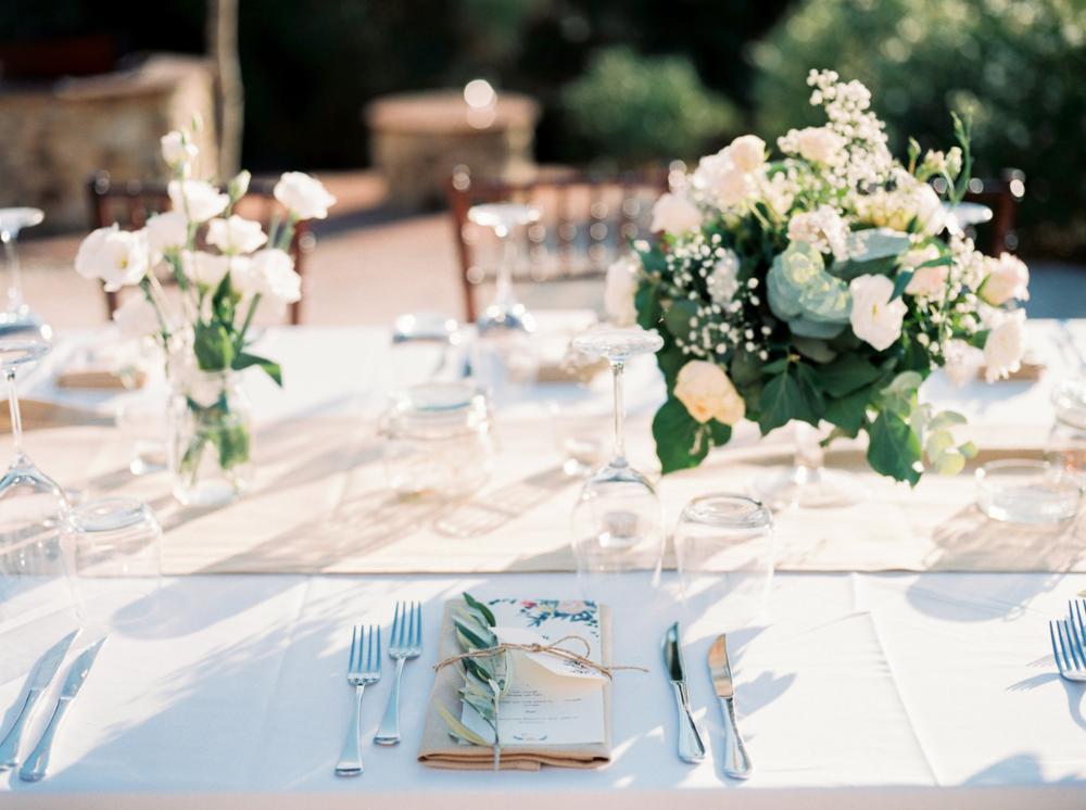 It's all in the details. - Jullie trouwdag helemaal in jullie stijl. Als fotograaf leg ik vast wat er die dag gebeurt. Jullie verhaal. Geen enkel verhaal kan zonder mooie details. Dingen die jullie belangrijk vinden!