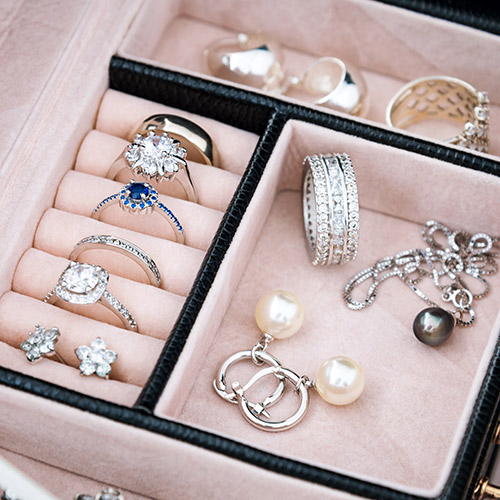 jewellery-items-in-box.jpg