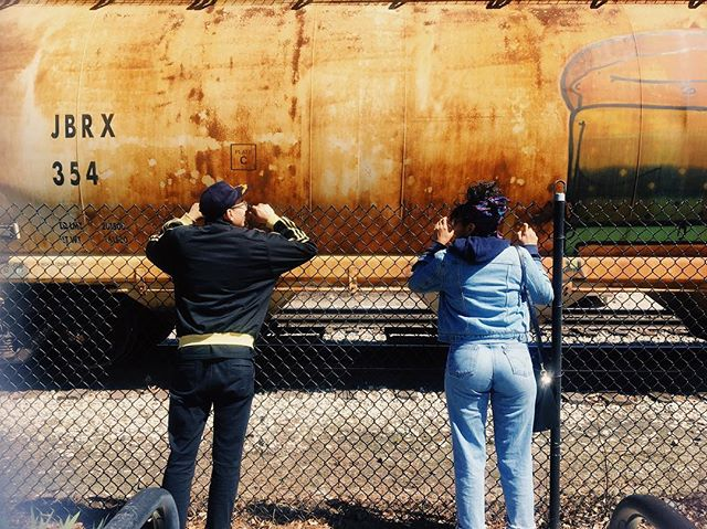 Planning their escape #bye #pingtompark #chi #chicago #friends #trains #train #waiting #levis #rust #park #thesekids #playgroundvibes #vsco #vscocam #carofotos #denim #spring #adventures #igerschicago #playground #chinatown #