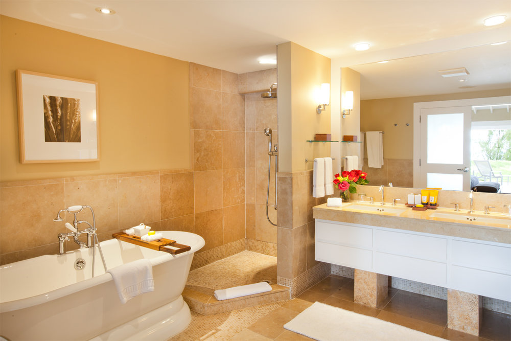 Beachfront Suite Bathroom.jpg