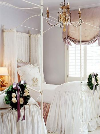 Wreaths in bedroom SA