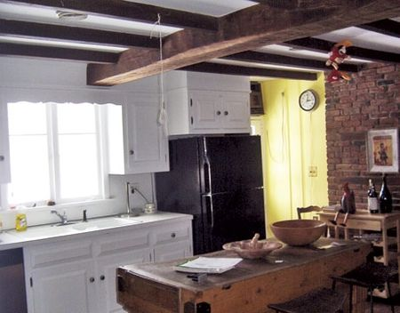 Connecticut-Home-Pre-Renovation-Kitchen-HTOURS0207-de
