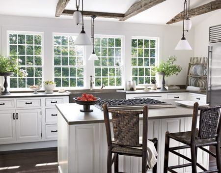 White-Airy-Kitchen-HTOURS0207-de