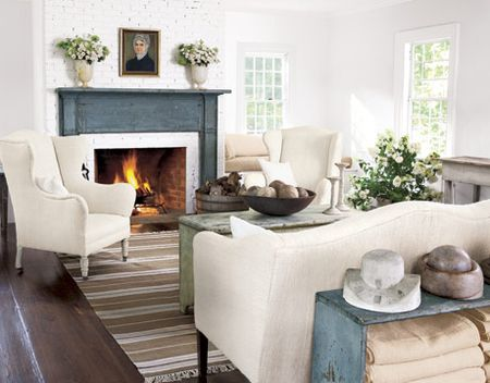 Linen-Living-Room-Blue-Antique-Mantel-HTOURS0207-de