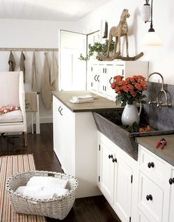 Soapstone-Mudroom-Sink-HTOURS0207-de