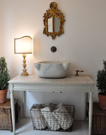 Giannetti powder room