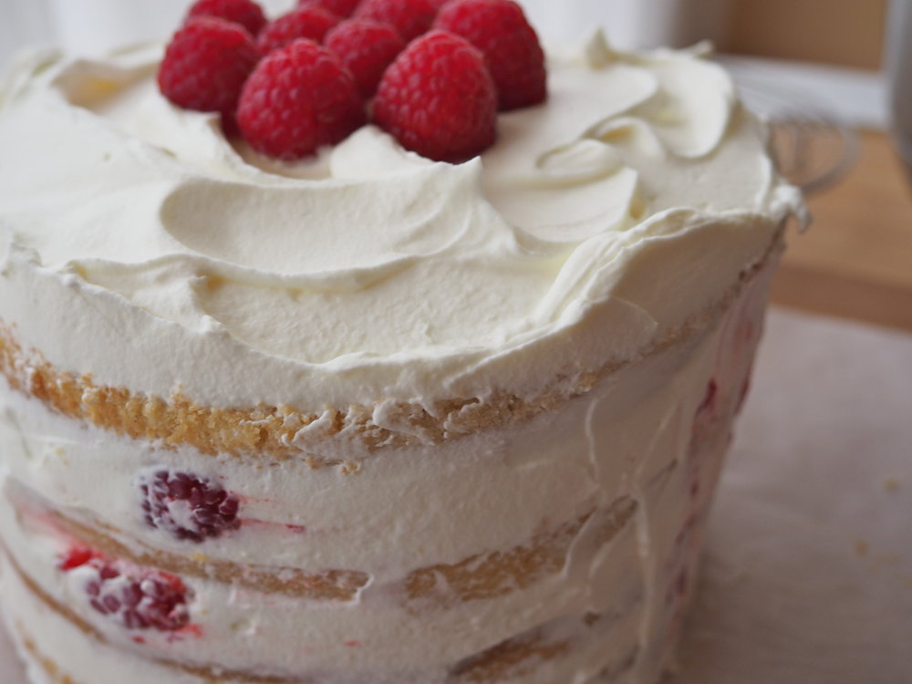 layer naked cake raspberry mascarpone