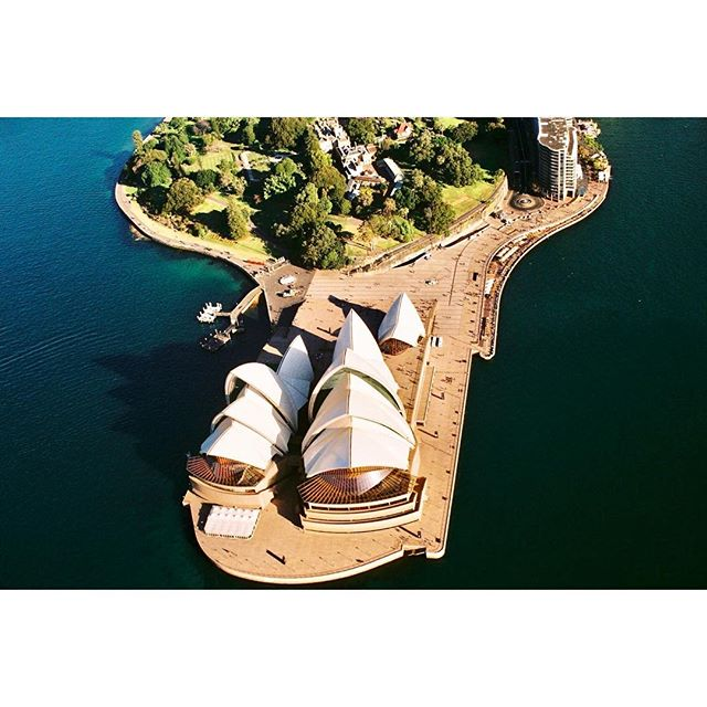✨opera house from the chop ✨🚁magical day in the ✨🌤with my twins in crime ✨💥🌈💡 @gabriellegonzalez @mikhaelporter