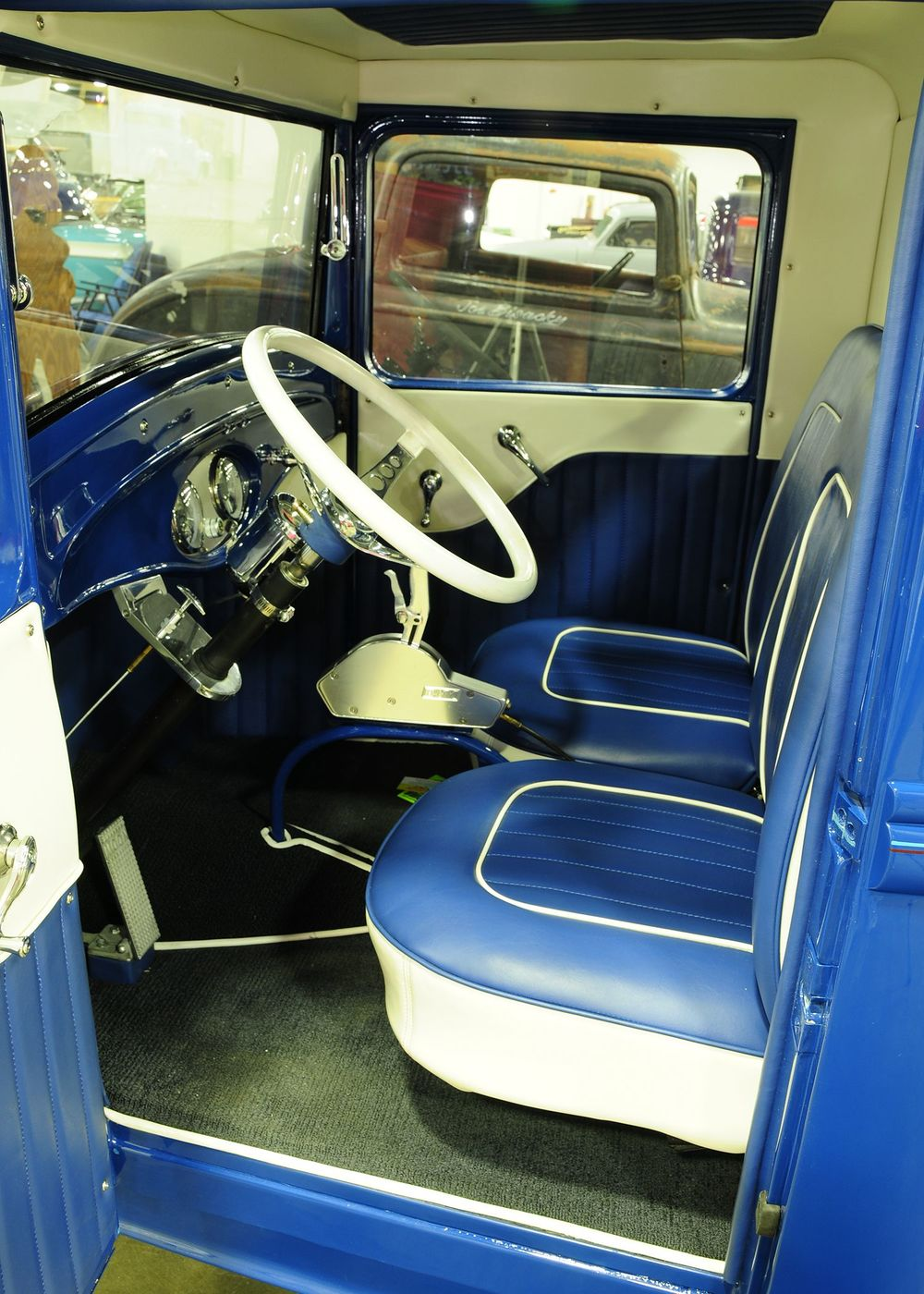 1932-ford-pickup-interior.jpg
