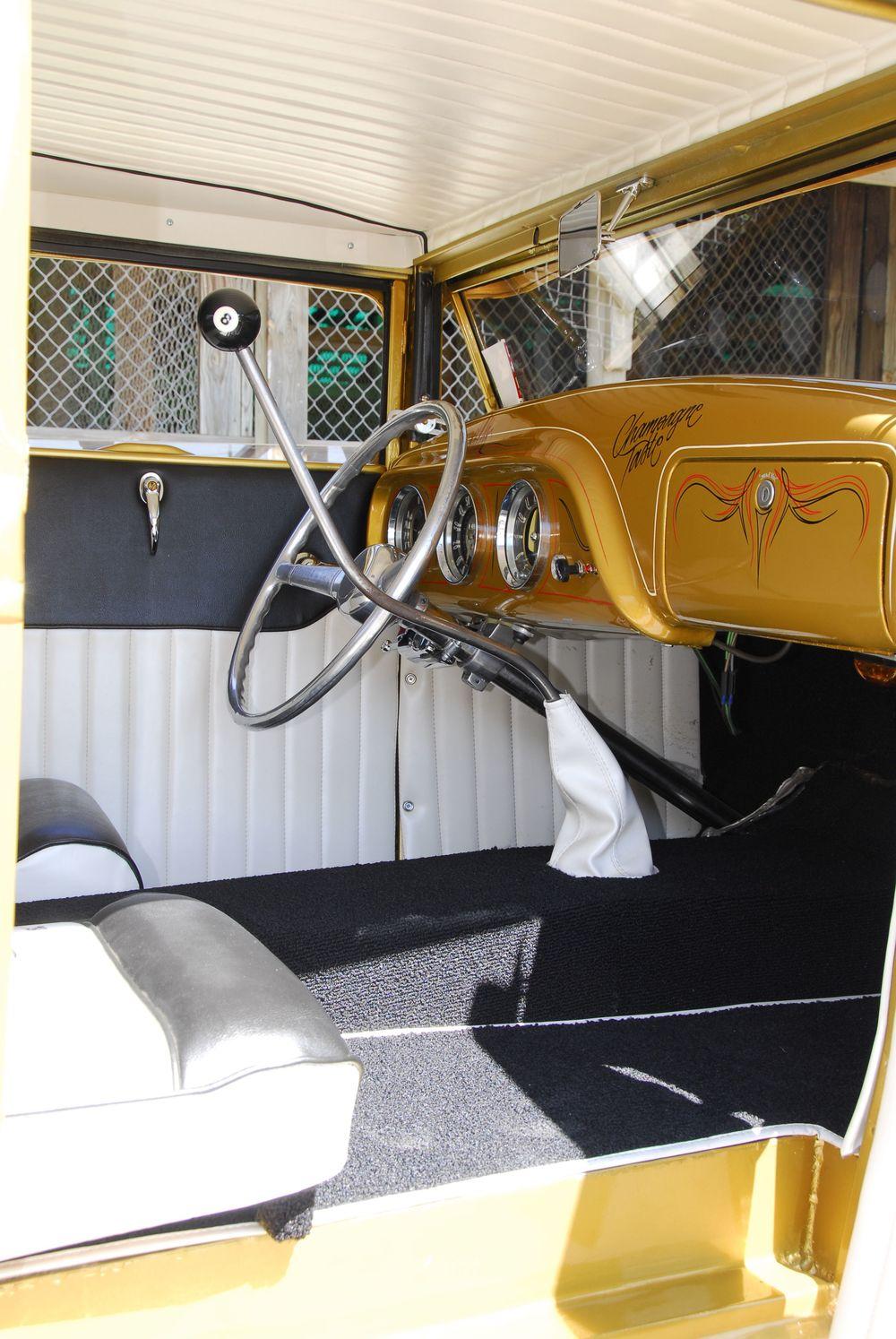 1107sr_04_z+dorr_johnson_1930_ford_coupe+street_rodder_syracuse_top_100.jpg