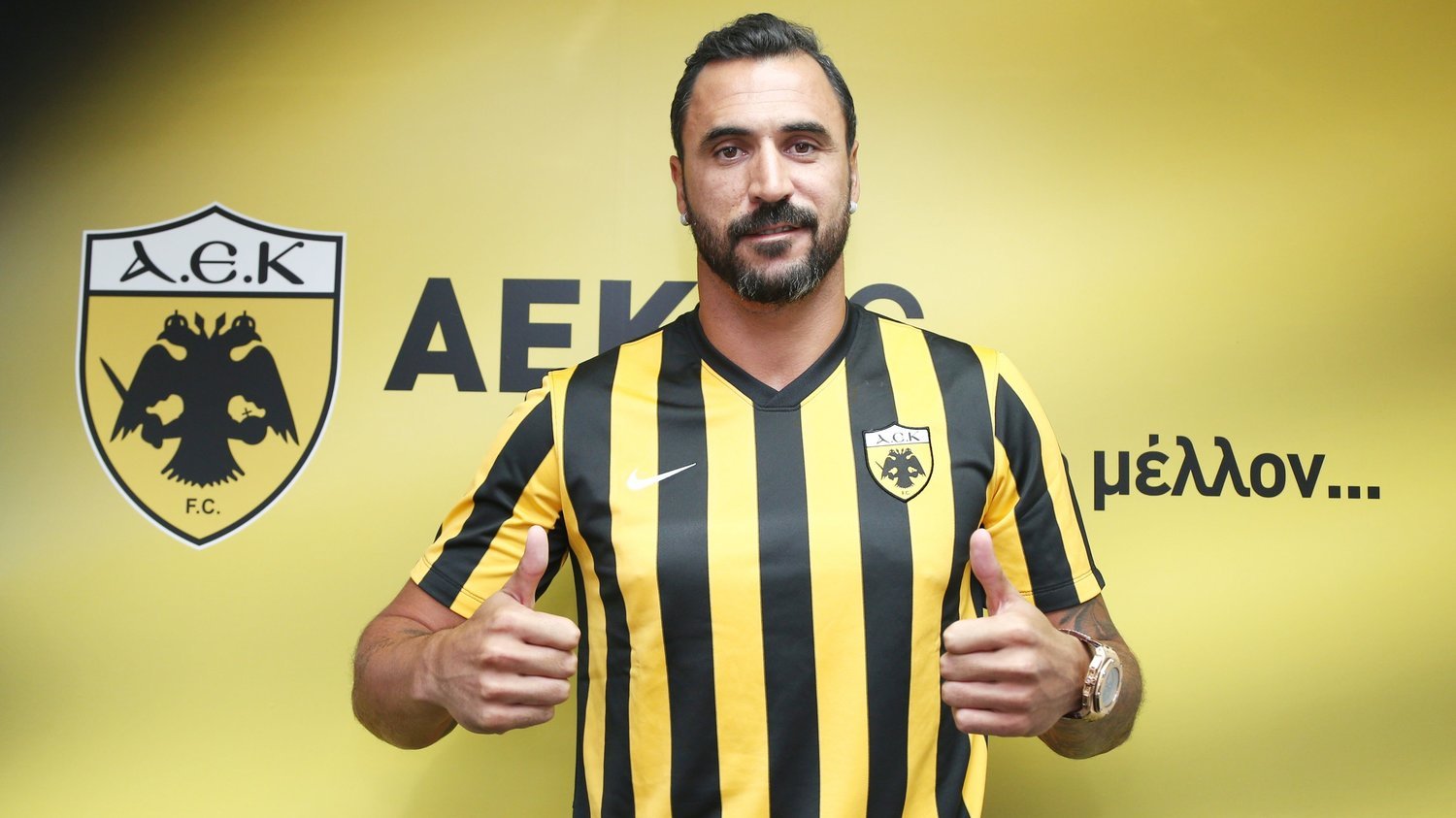 From 0 to 10 how well this portuguese immigrant in greece for Hugo almeida