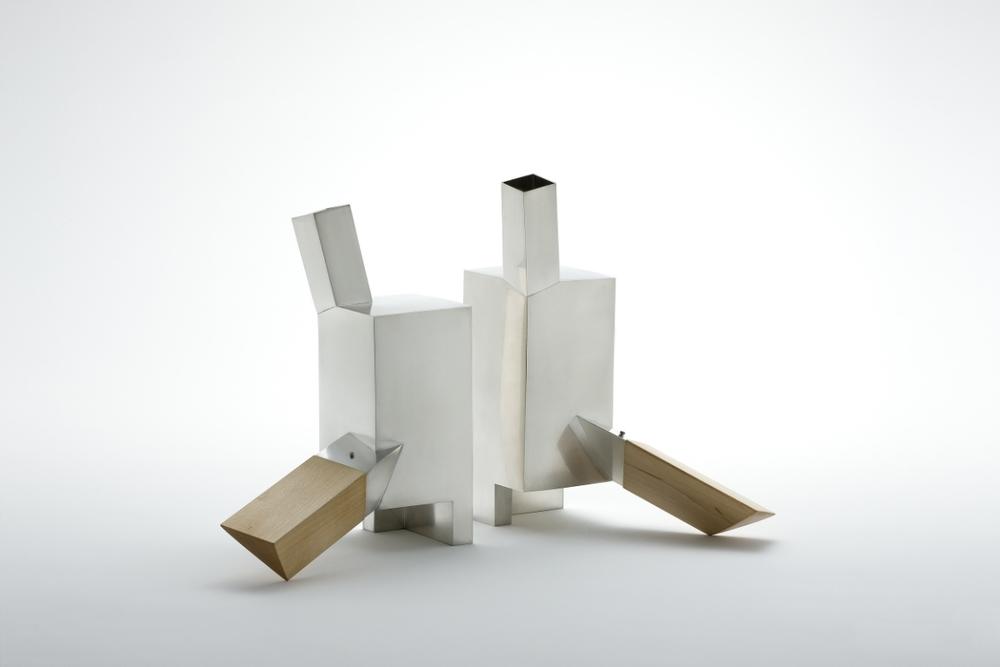 KIM Seo Yoon: Teapot with pillar, 2013, Holz, Messing (versilbert) © Kim Seo Yoon, courtesy of Keum Art Projects