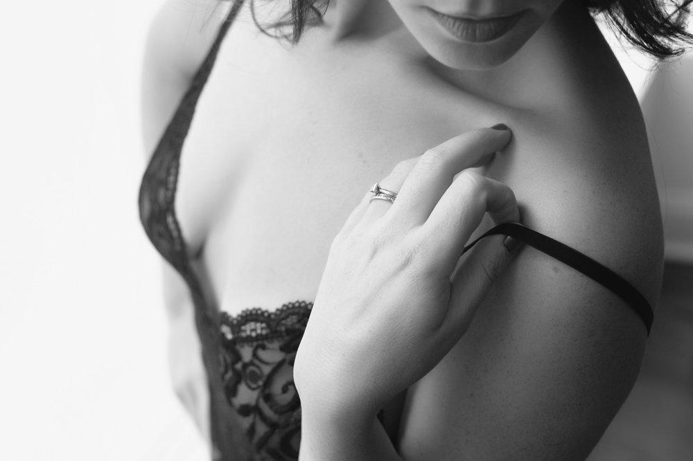 black and white boudoir chicago