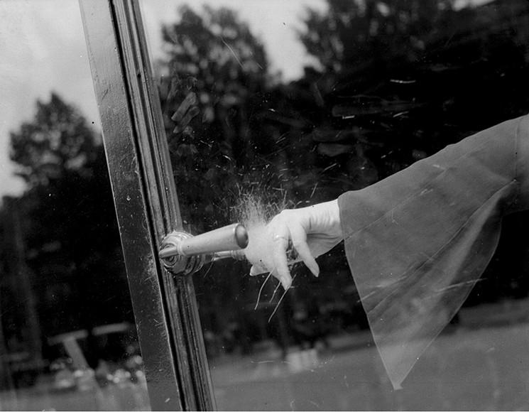 Lee Miller, Exploding Hand  (1930)