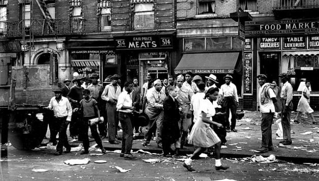 1943 Harlem Riot (Credit: www.newyorknatives.com)