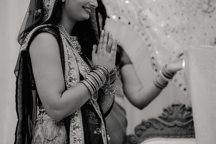 bride pays respect to hindu god in london hindu wedding