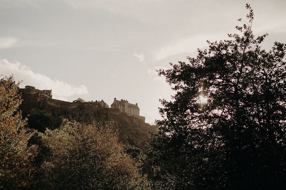 sunset picture of edinburgh castle