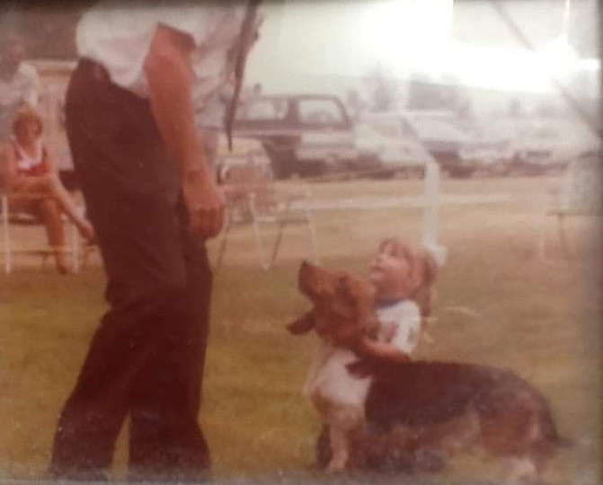 - As a young girl, Ginny Kincer has enjoyed the sport of exhibiting purebred dogs. She was first introduce to the world of dogs by her grandparents Bill and Anne Lindsay (Chez Bonheur Kennels) who had a love for Basset Hounds.