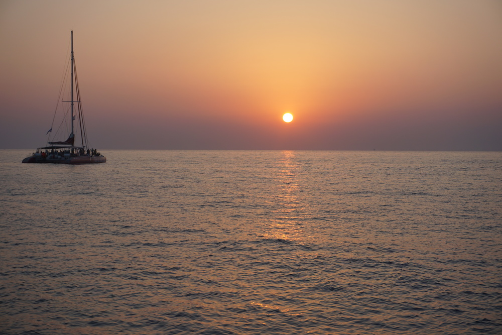 In Oia, at the tip of Greece's beautiful Santorini island, it is said to have the most beautiful sunset in the world.