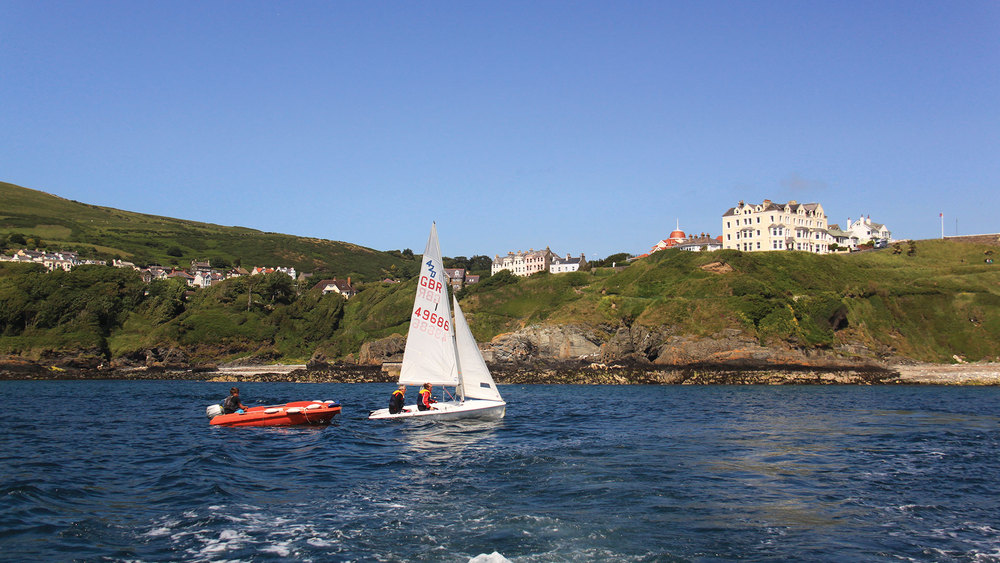 Sailing lessons on Port Erin beach