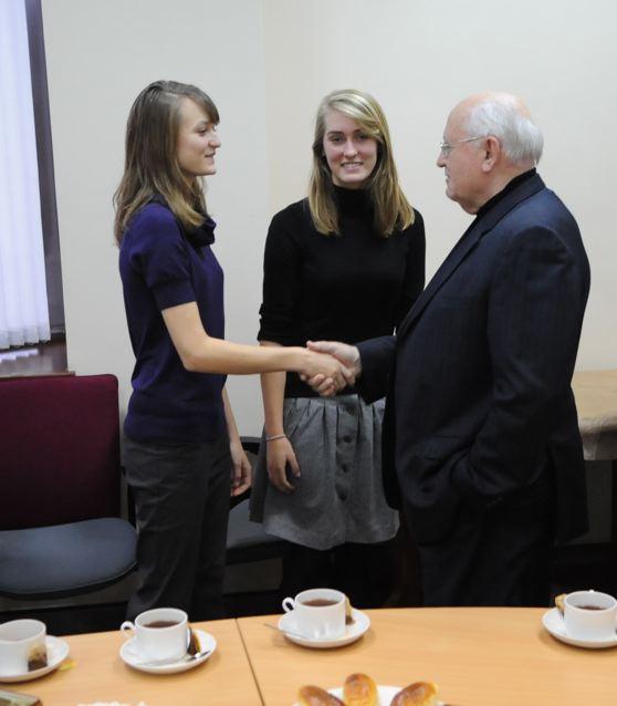 PRESIDENT MIKHAIL GORBACHEV CONGRATULATES AINHOA HARDY WITH  FLAAM HARDY