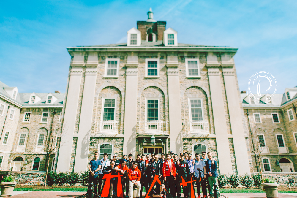 Ayyyy! Epic group shot behind Old Main on a perfect day!