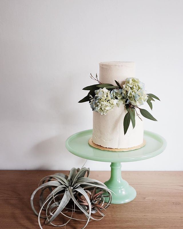 Let all that you do be done in love. . . . . . #cakelocal #kansascityig #kinfolk #thatsdarling #floralcakes #glutenfreebaking #girlboss #floralcakes #baker  #kccakes #nofondantallowed